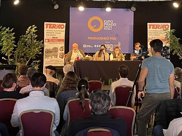 Exitosa conferencia de Terko sobre pastoreo racional