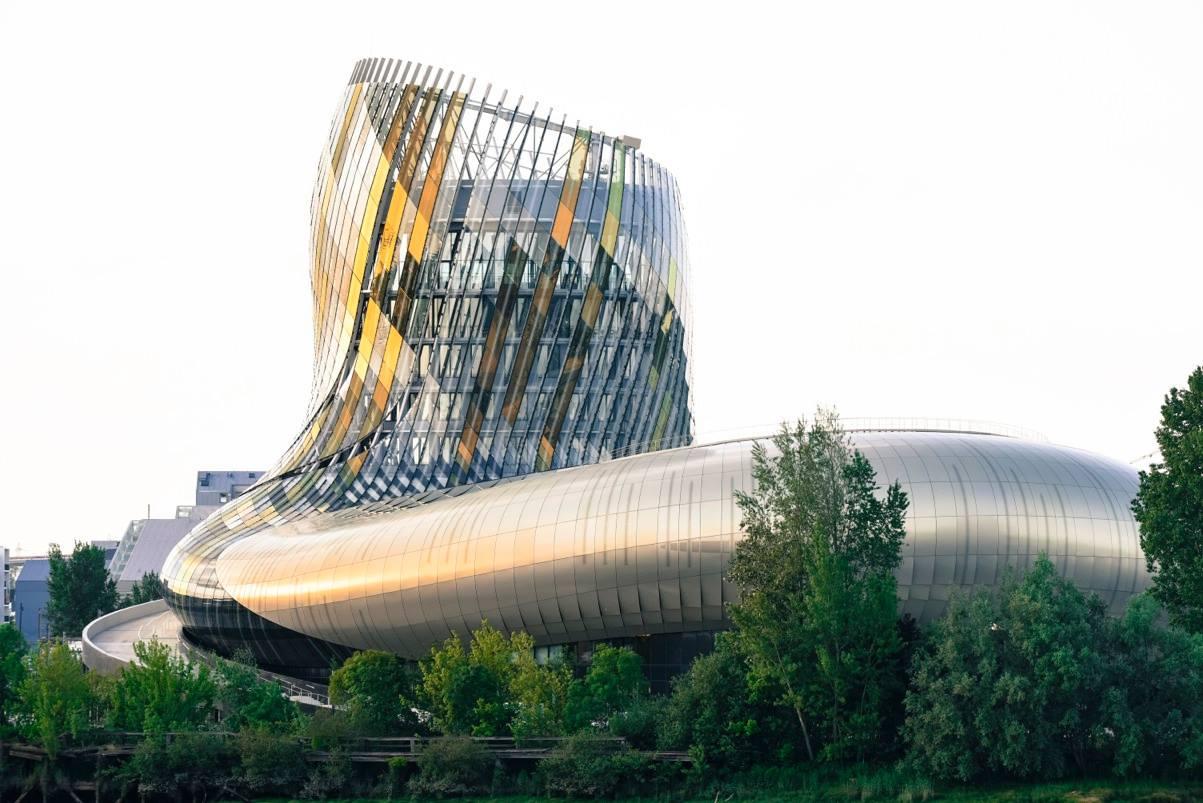 La Cité Du Vin, centro cultural y turístico dedicado exclusivamente al vino.