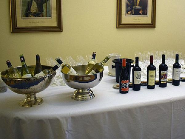 Sommeliers fineses realizaron cata de vinos uruguayos en embajada en Finlandia