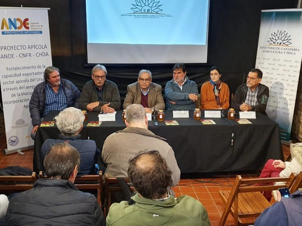 Experto español en apicultura Gómez Pajuelo brindó charla sobre mercado internacional de mieles
