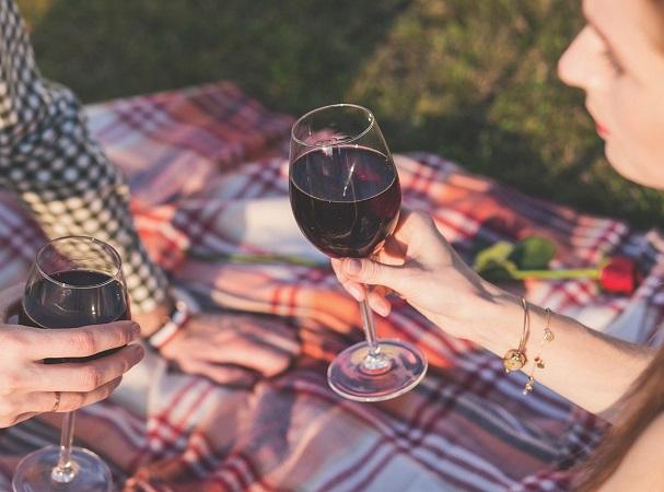 El vino tinto también hace bien en el amor