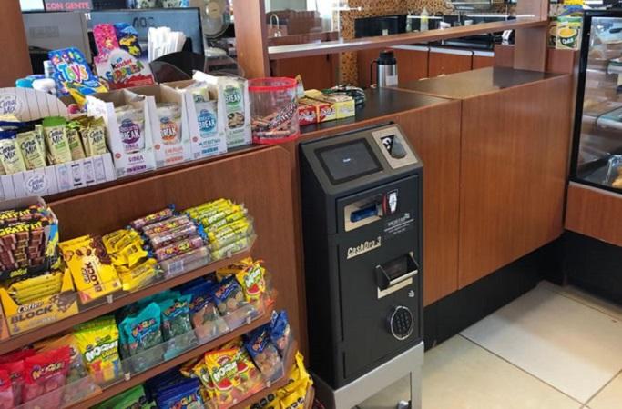 Estación de servicio: instalan máquina que cobra, da cambio y cierra caja