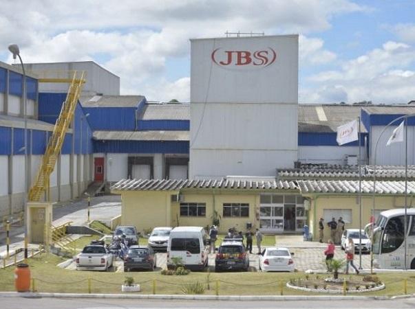 Justicia de Brasil cierra temporalmente planta avícola de JBS y la obliga a pagar salarios
