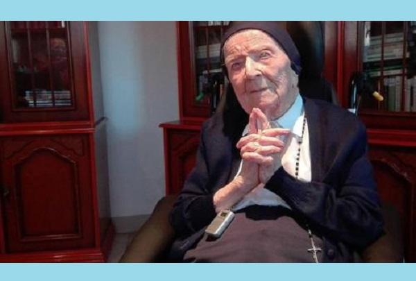 Monja que sobrevivió a la pandemia de gripe, a ambas guerras mundiales y al coronavirus celebró su 117 cumpleaños con vino tinto