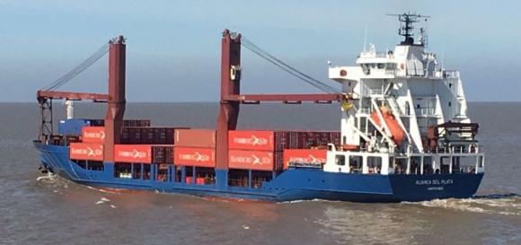 Buques especiales para celulosa llegan a puertos uruguayos .