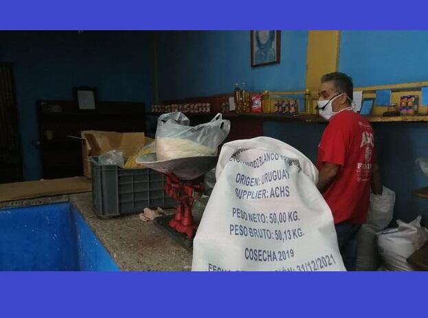 Aunque más caro, los cubanos prefieren el arroz uruguayo