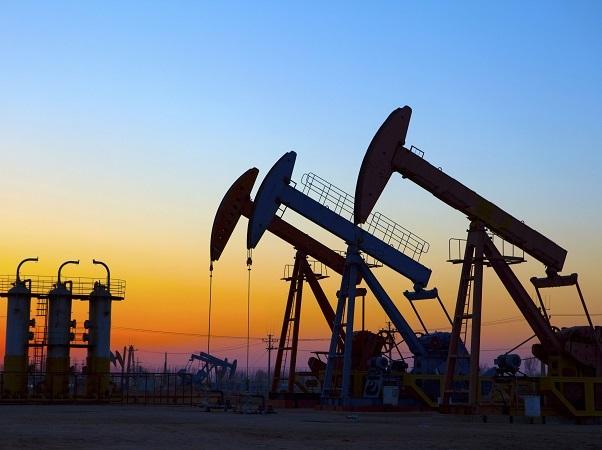 Oficina de Energía de EE.UU. espera que a fin de año el petróleo baje a U$S 60