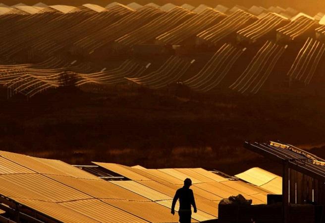 Las energías renovables en España se topan con una ola rural en contra de su desarrollo